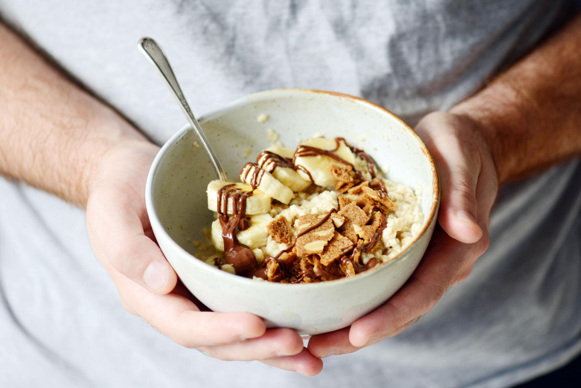 Oatmeal bowl almond thins