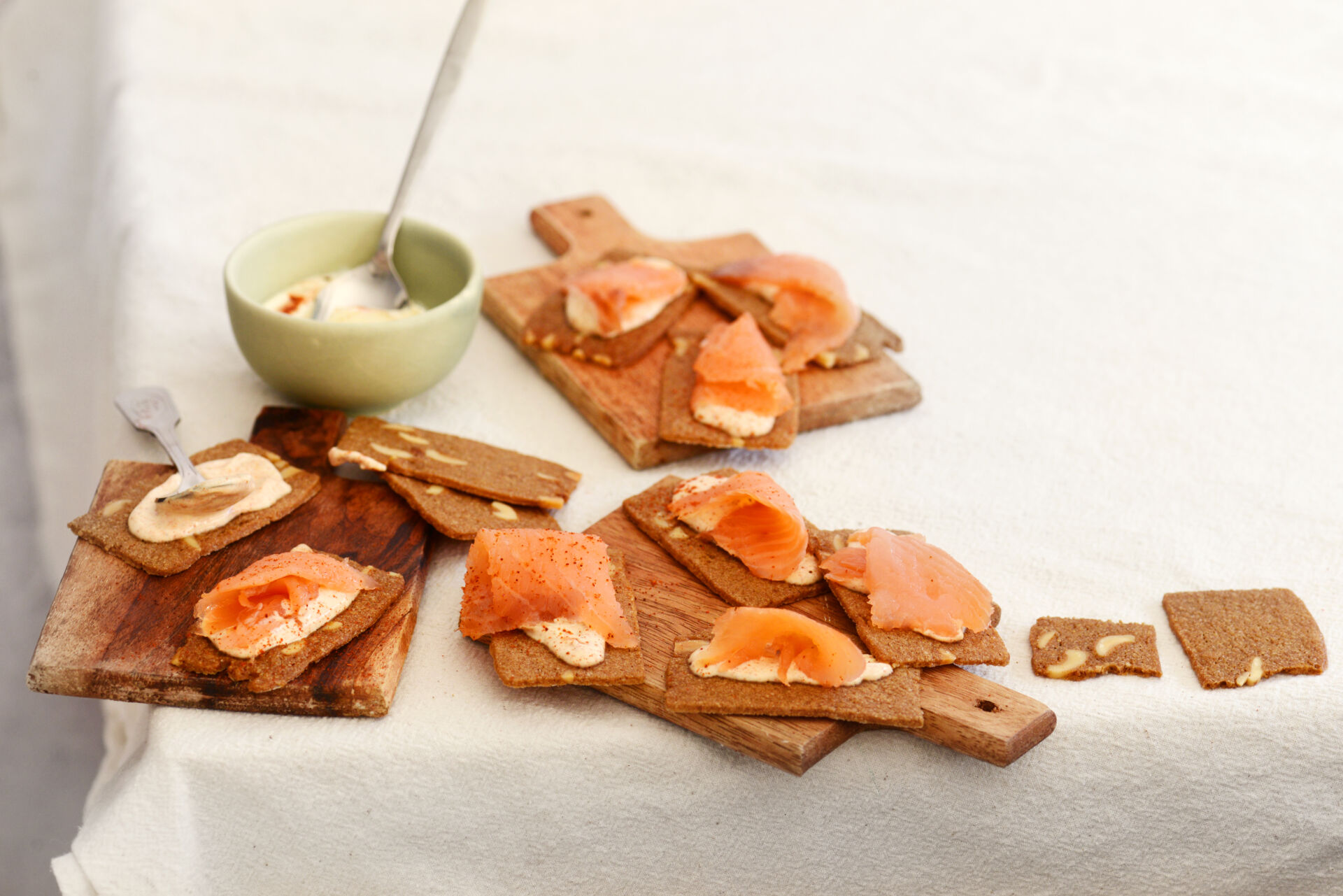 Almond Thin toasts with salmon and paprika