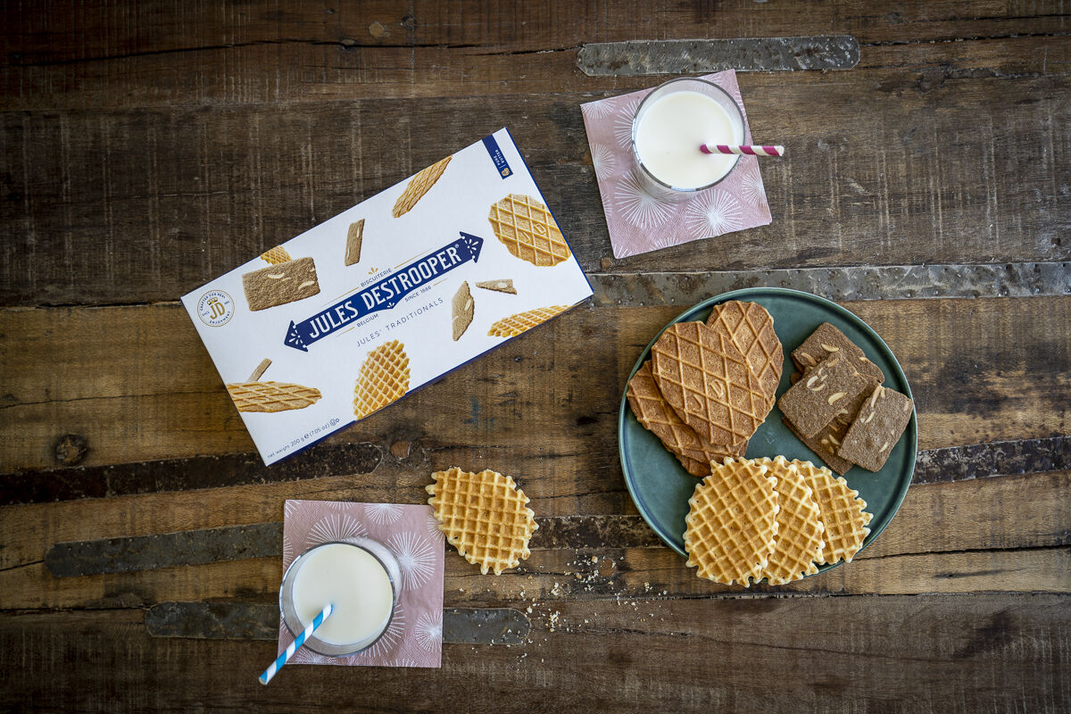 Packaging milk plate biscuits